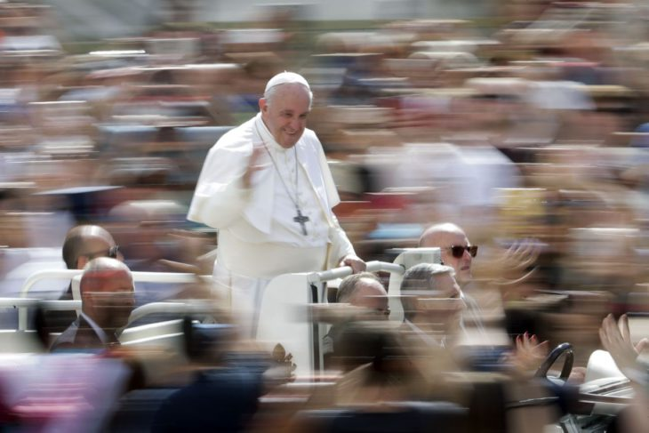 Pope meets with Jesuit targeted by right for gay outreach