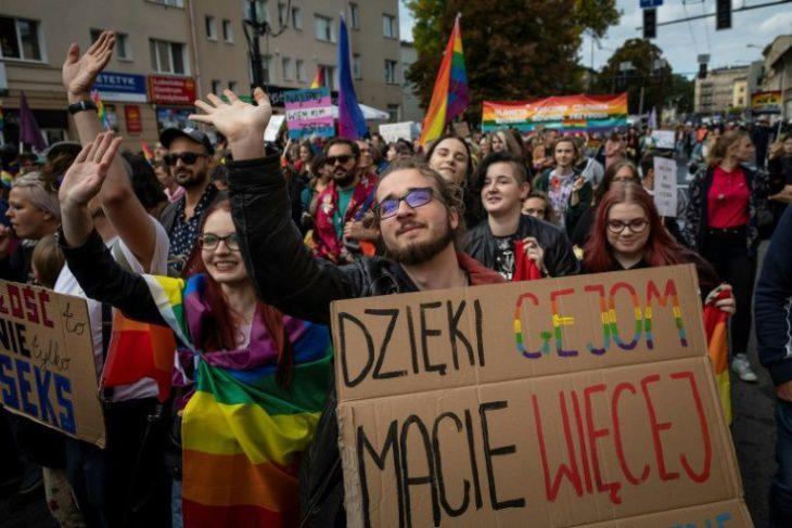 Polish Gay Pride marchers push past violent counter-protest…